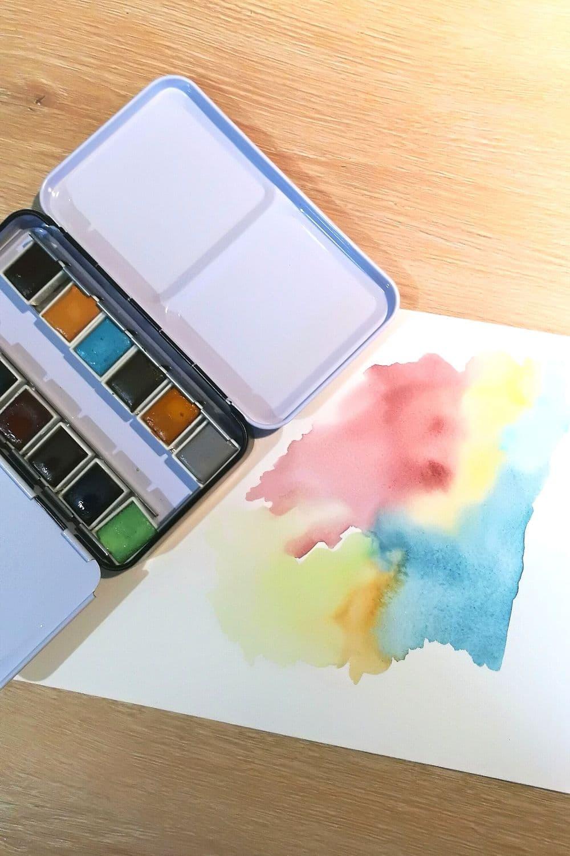 Boîte d'aquarelle ouverte - fournitures artistiques